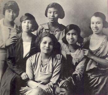 Jan 15: Alpha Kappa Alpha Sorority, Inc. was founded #OTD in 1908. It is the oldest Greek-lettered organization for black women in the U.S. Members include Vice President-Elect Kamala Harris. Read more: . #HappyFoundersDay 📷:AKA's in Berkeley, CA, 1921