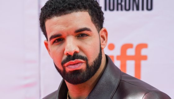 Life Is Good: Drake Shows Off Muscles While Recovering From Knee Surgery https://t.co/cejJNlnoMU https://t.co/sx8EhHRIsD