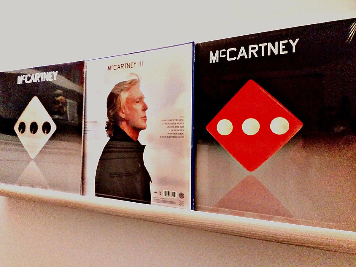 っつーことで、マッカIIIはこの3枚(コークボトルクリアー・ヴァイオレット・レッド)で打ち止め。今後はLet It Beのデラ版のために貯金します。  #mccartneyiii