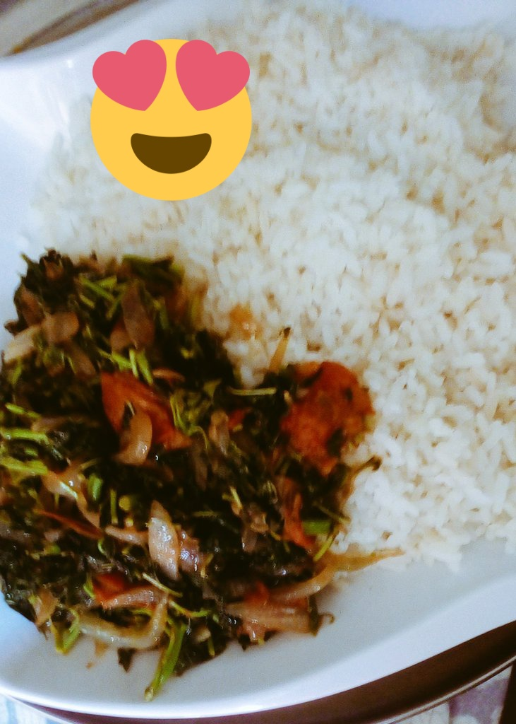 Stir fried Spinach veggie with enough Tomatoes, Pepper and Red Onions. #stirfried #foodie #AbujaTwitterCommunity  #catererinabuja #AbujaToTheWorld #HealthyFood https://t.co/LMqV93Cnik