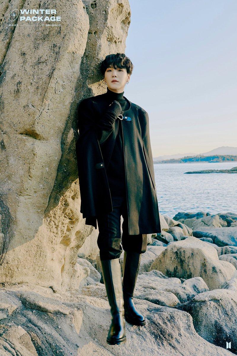 Yoongi gives the vibes of most famous, legendary, iconic, genius Russian poet, A. Pushkin #민윤기 #슈가 #MinYoongi @BTS_twt
