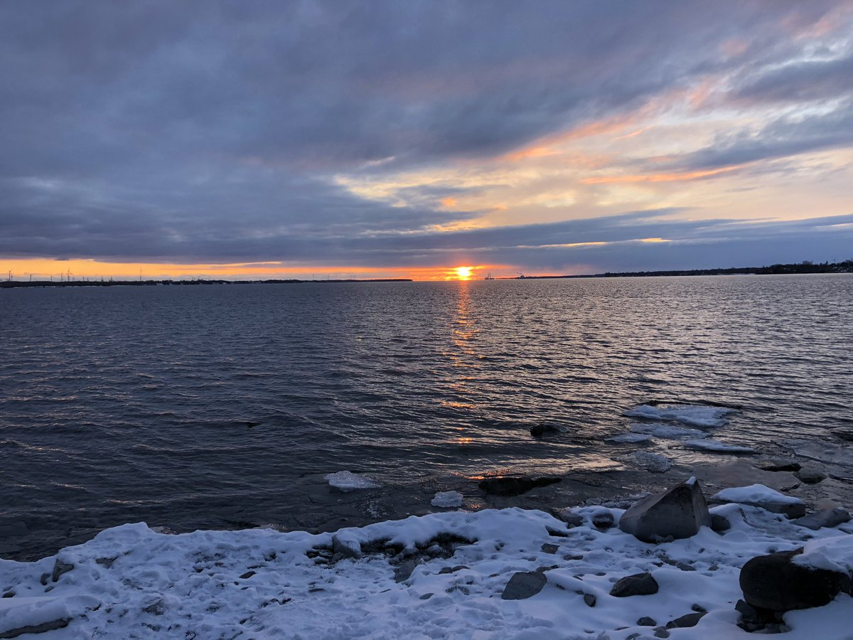 It's #BellLetsTalk  day! One of the ways I take care of my mental health is by moving my body outside! The combo of fresh air and movement helps me feel more calm & grounded.   I took this pic on my walk at Lemoine Point last night.
