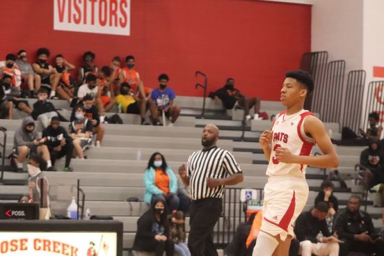 @DariyusHoops finish with 17 points 6 rebounds and 3 assist vs Manvel #teamford #juice https://t.co/gFGpigTw6o