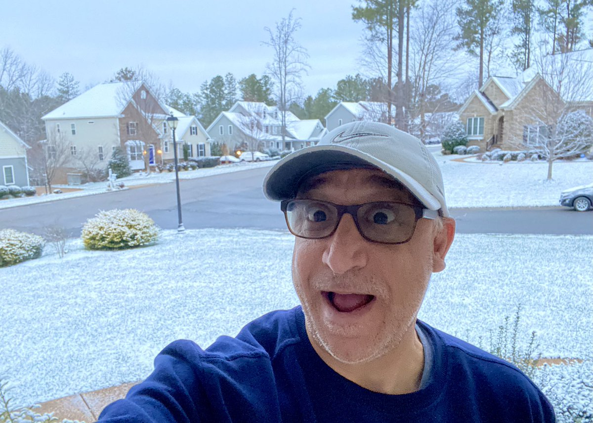 #thursdaymorning When you live in California it's FUN to wake up to the 1st Richmond, VA Snow ❄️ of the Year.