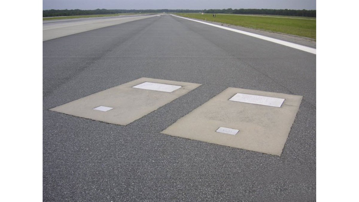 Graves on a runway in Georgia. Google it. https://t.co/wTJOlSF7J7