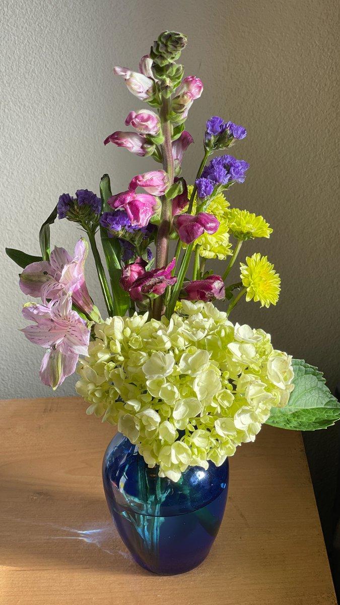 A little morning bouquet pour vous (1/28/21)  #photography #PhotographyIsArt #Flowers #flowerphotography #photographyislife @LensAreLive  #ThePhotoHour #bouquet #flowertherapy #thursdaymorning #ThursdayThoughts #thursdayvibes