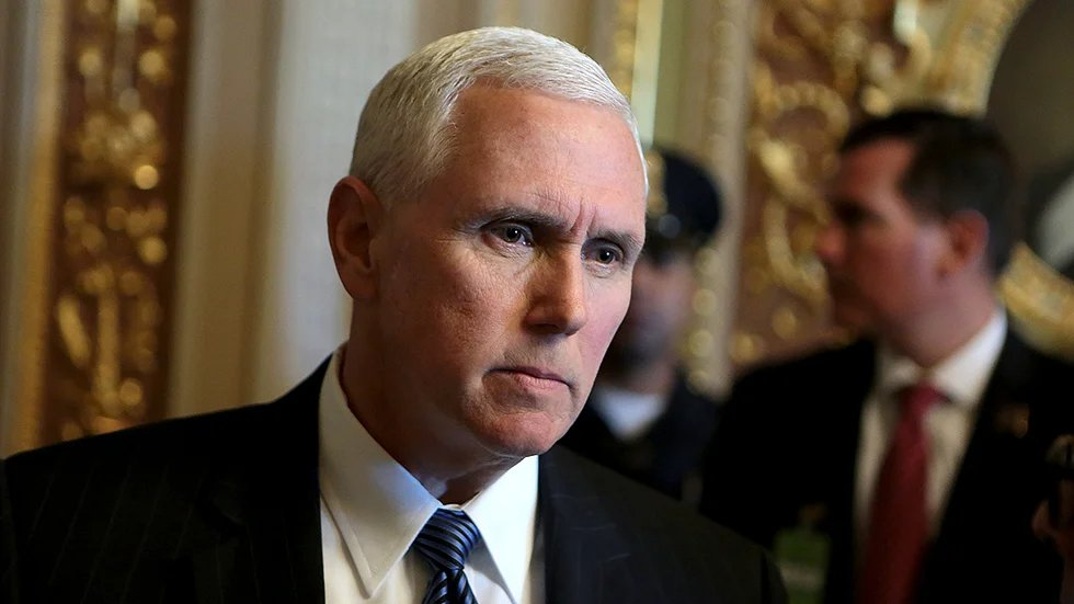"""Scarborough: """"Pence is in fear for his life because of Donald J. Trump"""" https://t.co/bBMWcON4Uw https://t.co/pWvKTG1L0X"""