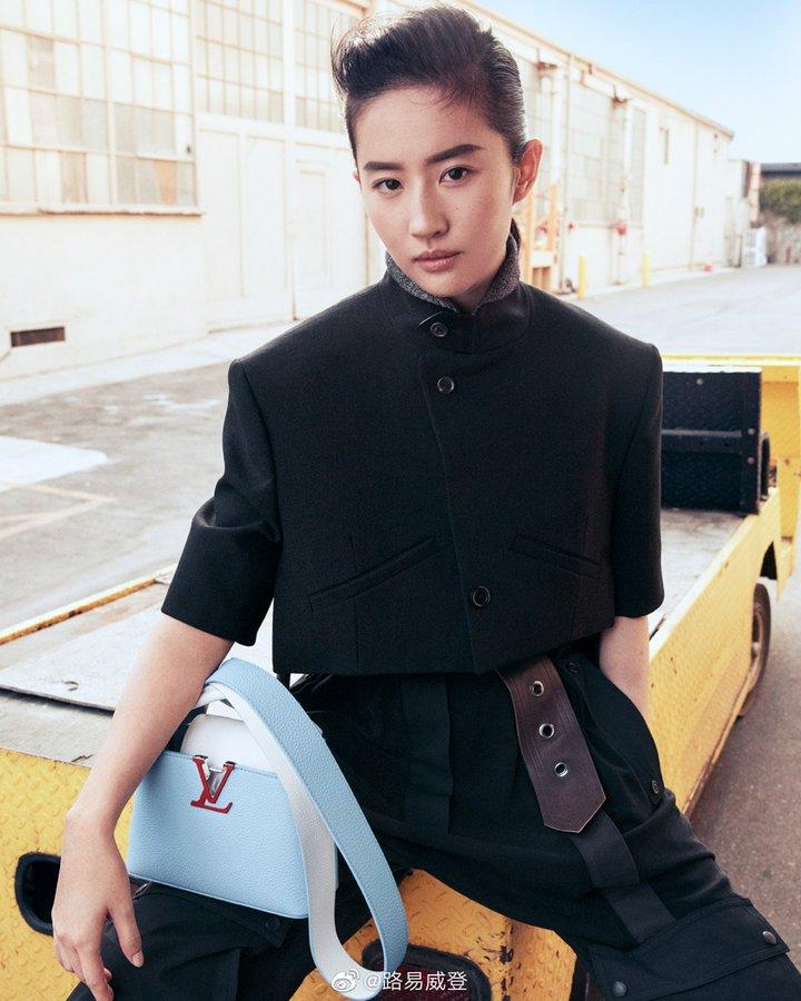 Louis Vuitton Es3RZimVcAAtXKF?format=jpg&name=900x900