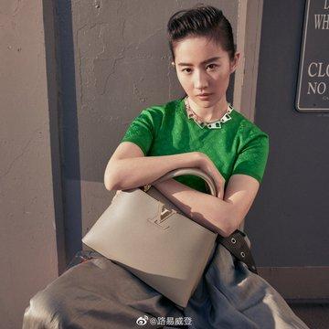 Louis Vuitton Es3heb0UwAAyKVH?format=jpg&name=360x360