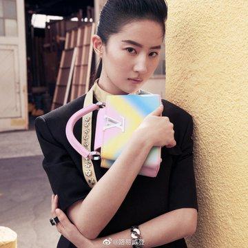 Louis Vuitton Es3hklOVcAAuWAu?format=jpg&name=360x360