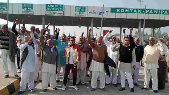 """Hindustan Times on Twitter: """"Fresh turf war in Haryana as farmers resume toll plaza protests; forces deployed (Reports @neerajamloha) https://t.co/7z2zkwNvGi… https://t.co/lpwcqwkLdQ"""""""