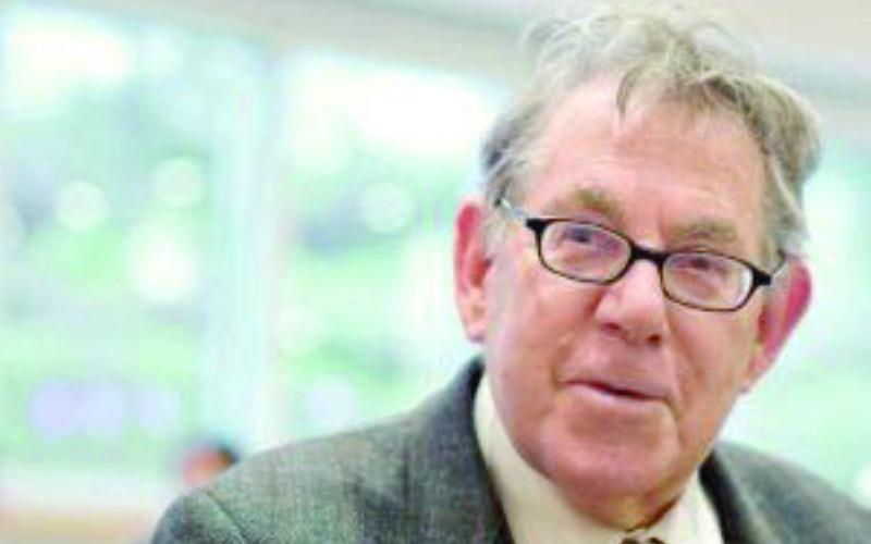 وفاة بول كروتزن الحائز على جائزة نوبل في الكيمياء جريدة عمان