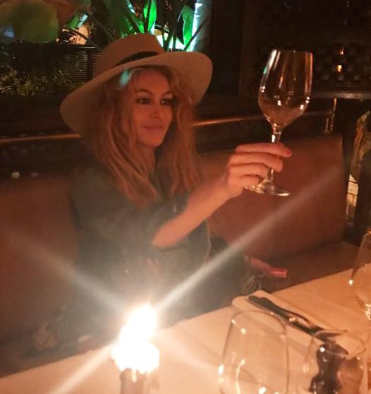 Cheers and light to all!! #weekendvibes #felizviernes #muchaluz✨🙏🏻 #saludporlavida🍷