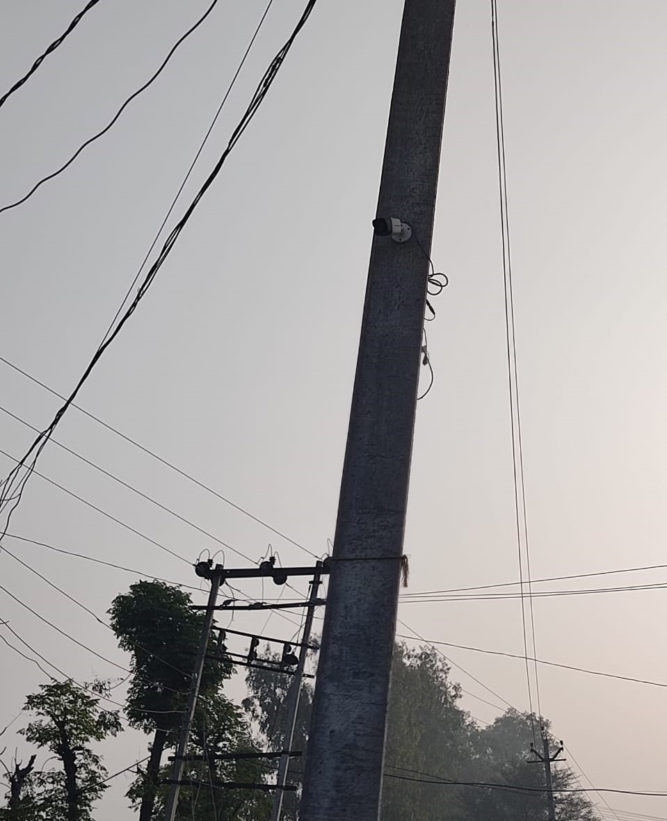 In Ujhana block of Jind district, #Haryana, a unique initiative has been taken where cameras have been installed on electric poles to monitor effective waste collection and cleanliness drives happening in the place. Few glimpses.    @PMOIndia @narendramodi @gssjodhpur