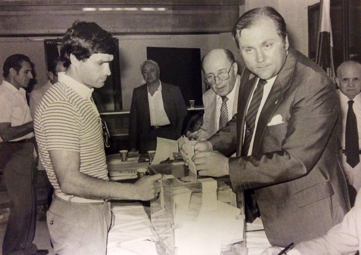 El @RealBetis lamenta el fallecimiento de don José Moya Sanabria, directivo de nuestro Club en la década de los años 80. Descanse en paz.  ➡️