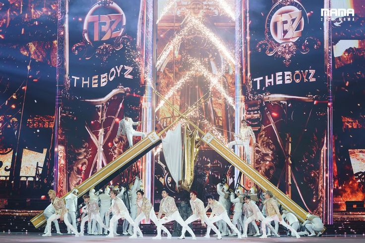 Y'all sleeping on my boys @Creker_THEBOYZ just rewatched the mama performance and just🔥🔥😩😩they just give it everything 🤩🤩 #theboyz #MAMA2020 https://t.co/mqy7NlBxGW