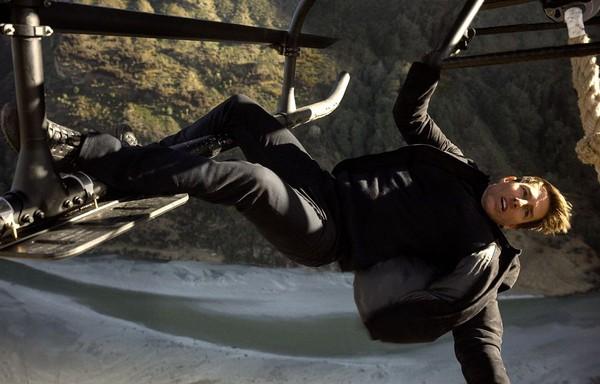 Só os fãs de #MissãoImpossível online! 😎  Tom Cruise sofre acidente e salta de 7 mil metros em 'Missão Impossível: Efeito Fallout'; confira curiosidades ➡  • #GshowFamosos #TelaQuente