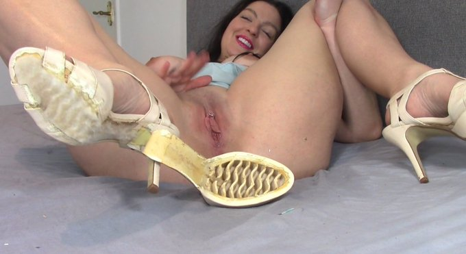 Porn Bloopers 🙊🙊🙊 When Your Shoe Falls Apart Mid Orgasm... Awkward @ManyVids #pornbloopers #funnyporn