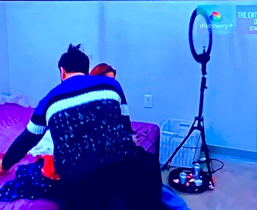 What in the ring light lit floor mattress porn is going on here? #90DayFiance