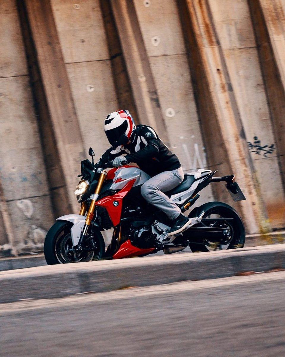 #F900R ile daima ön planda ve bir adım önde olun. 🚀 #MakeLifeARide #BMWMotorrad #BMWMotorradTürkiye https://t.co/SqjmtBP2dP
