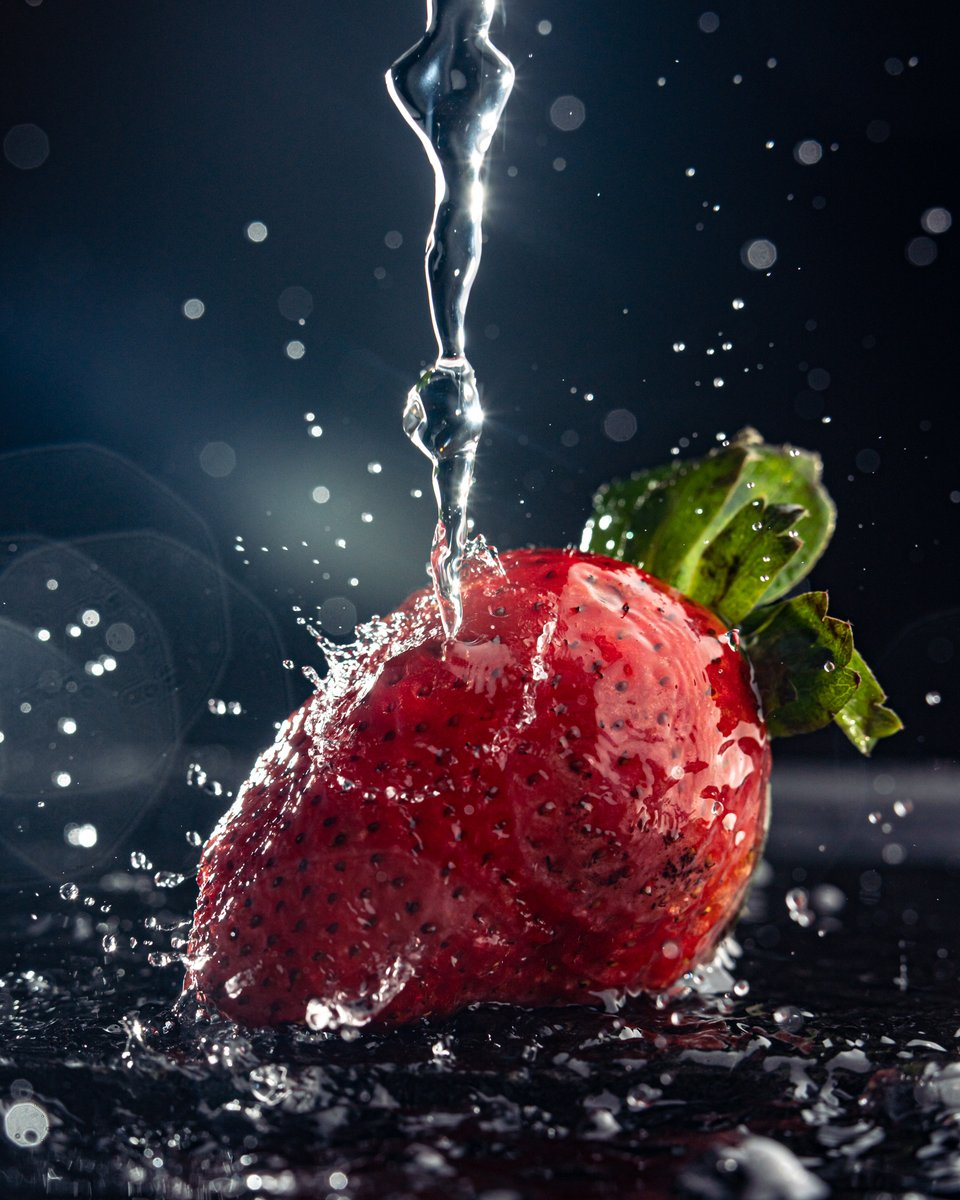 I thought there would be lots of Winter images this week, so I decided to go in the opposite direction and try to create a little bit of summer for #fsprintmonday #Sharemondays2021 #appicoftheweek #strawberry #summer #watersplash