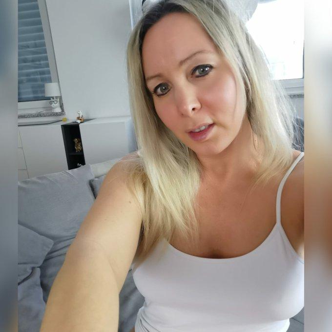 Schöne neue Woche wünsche ich euch   #neuewoche #newweek #selfie #gutenmorgen #annabelmassina  #blondefrauen