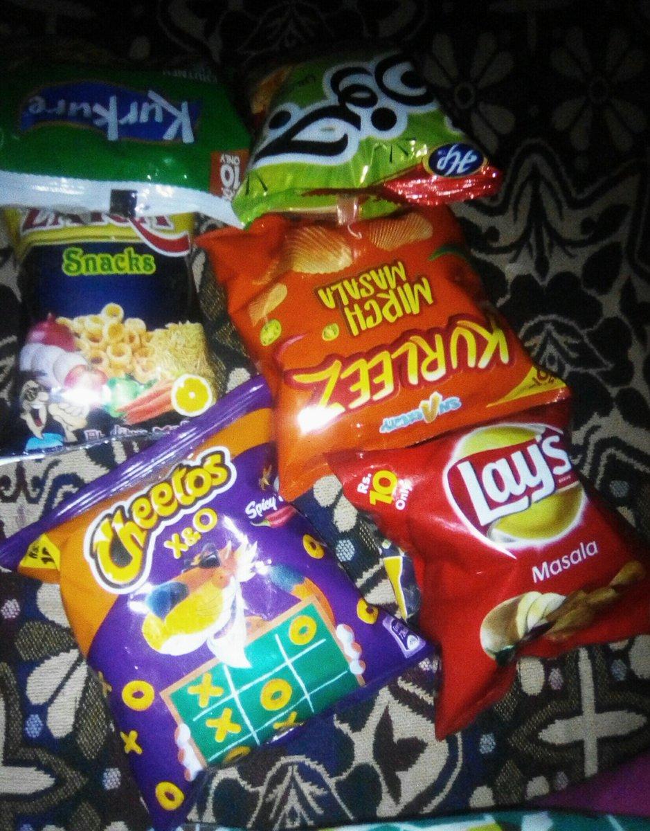 کس کس نے کھانی ہیں آجائیں😂😌 #lays #cheetos #zaiqa #kurleez #kurkure #junoon #finger_fries #chili_mili #wish_toffees #candi_biscuit