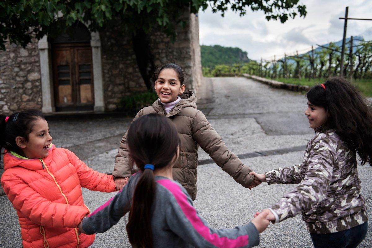 Chaque enfant a le droit de grandir, de jouer, d'apprendre, d'être protégé et de s'épanouir.  C'est ce pour quoi @UNICEF_France travaille chaque jour, dans le monde entier. 🌎💙 #PourChaqueEnfant