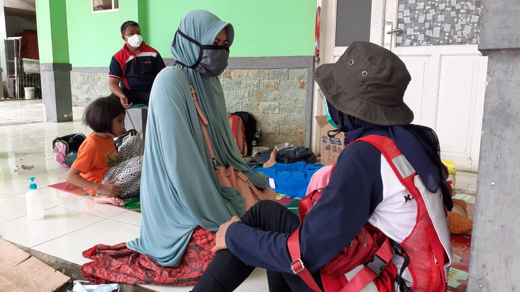 MEDIA RELEASE: Medical crews help fearful #earthquake  survivors.  More Indonesian Red Cross ambulance and medical crews have arrived to treat people injured following the destructive earthquake that hit West #Sulawesi, #Indonesia   Read more: