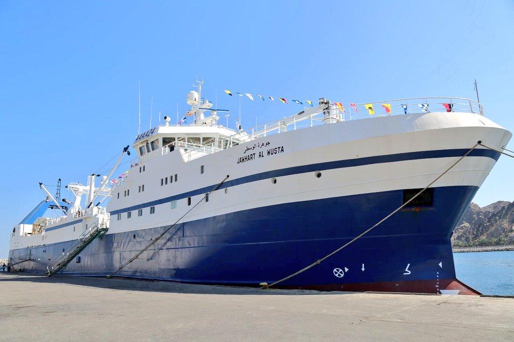 """معالي الدكتور وزير الثروة الزراعية والسمكية وموارد المياه يدشن سفينة """"جوهرة الوسطى"""" التي تتبع أسطول شركة الوسطى للصناعات السمكية. ويأتي ذلك في إطار جهود الشركة لتنمية وتطوير قطاع الثروة السمكية بشكل عام ونشاط الصيد التجاري بشكل خاص. التفاصيل 🔻 https://t.co/o6LGHpwAaU https://t.co/CNqCUTsGP9"""