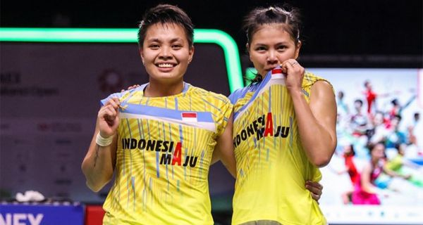 Ganda putri Indonesia Greysia/Apriyani meraih gelar juara Thailand open 2021. Berhasil menaklukan wakil tuan rumah, Jongkolphan/Rawinda di turnamen level tertinggi dari rangkaian world tour BWF. Greysia/Apriyani menang dua set langsung, skor meyakinkan 21-15 dan 21-12 #Tidarnesia https://t.co/AT2aSSnd49
