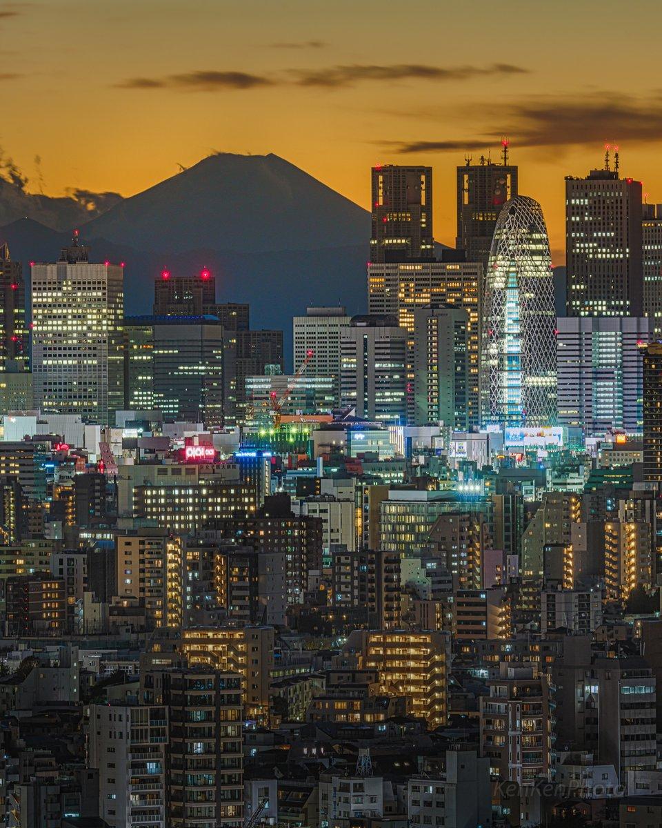 東京から見る夕方の富士山が美しい。