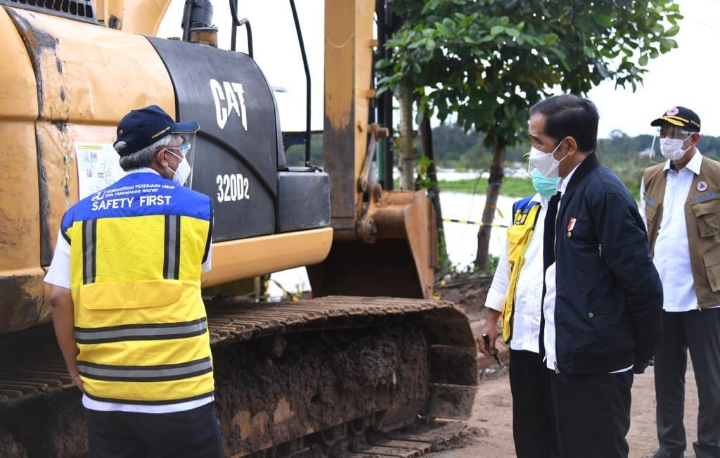 Saya telah memerintahkan kepada Menteri PUPR untuk memperbaiki beberapa jembatan yang runtuh dalam beberapa hari ini.   Untuk warga yang berada di pengungsian, saya akan tetap memantau untuk memastikan ketersediaan logistik dan kebutuhan lain mereka.