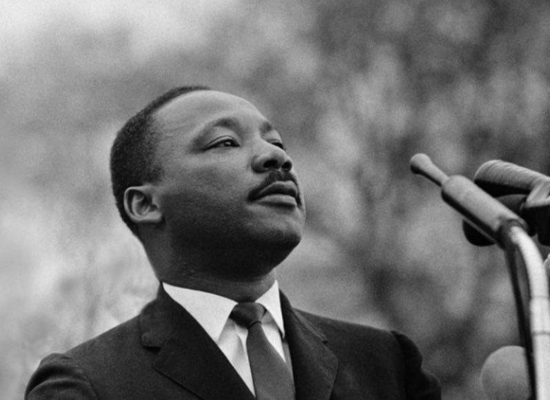 Martin Luther King Jr. Day aux USA. Profondément ancré dans l'histoire américaine, son message d'égalité, de justice et de dignité pour tous est pourtant universel. Et, voyant ce qui se passe, sa philosophie de non-violence est plus d'actualité que jamais #MLKDay