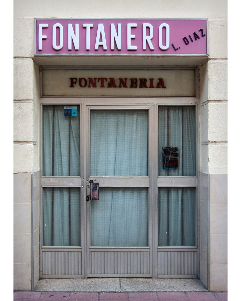 Madrid, January 2016 #door #puerta #fontanería #plumbing #fontanero #plumber #curtains #cortinas #vintage #nostalgia #oficio #craft #Madrid #Spain #sign #rotulo #typography #tipografia