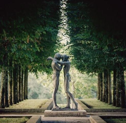 Ode à l'amour dans les jardins du Château du Tertre, une petite pépite signée Kees Verkade, artiste néerlandais💚 Merci @Tertre_gcc ! https://t.co/xtPQ6qVhkR #Pulpe #Medoc #Vinsdebordeaux #Vinsdumedoc #Winelovers #Art https://t.co/gXMzSAqImv