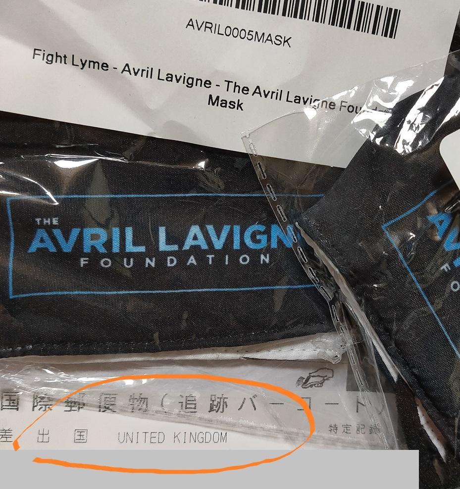 I've got #FightLyme masks today! Thank you @AvrilFoundation @AvrilLavigne 💙 Love them ❤️ 発送メールなんて来なかったし、なぜかイギリスから届いた😅 あの返信メールは意味なかったのね(笑)