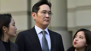 #SouthKorea's @Samsung chief jailed for 2.5 years over #corruption #scandal