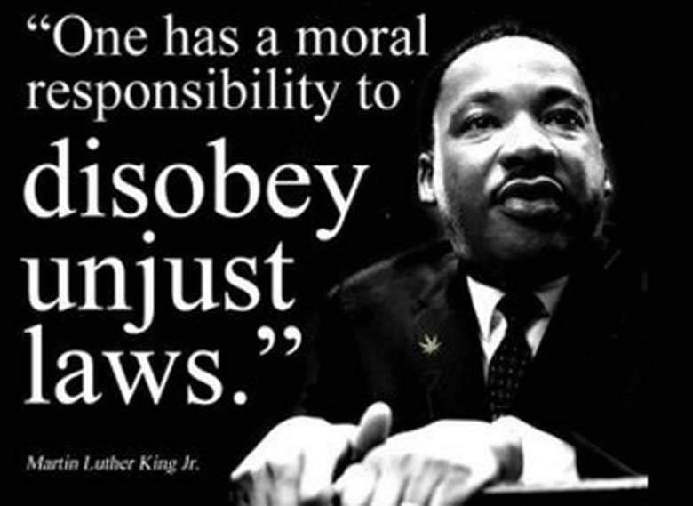 """#MKLDay🙌🏽 💛🖤#BlackLivesMatter💪🏽 #VidasNegrasImportam  """"É Nosso dever moral,e obrigação,desobedecer a uma lei injusta."""" #MartinLutherKingDay"""