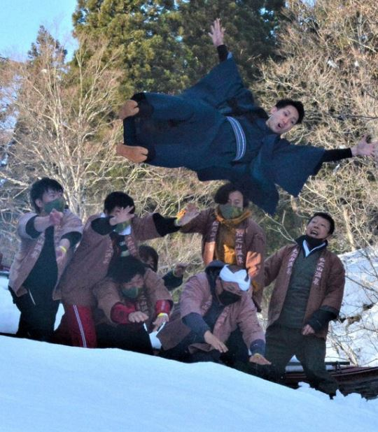 Snog, marry, chuck in the snow.   Like this pic from @themainichi of newly married man getting thrown in deep snow in Tokamchi, Niigata. A traditional event to revenge men taking daughters away from the village  #Japan #travel