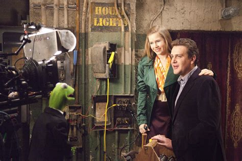 Jason Segel (#bornonthisday), Amy Adams, Kermit the Frog, and the crew on the set of The Muppets (2011). #movies #muppets #JasonSegel @TheMuppets #behindthescenes #January18