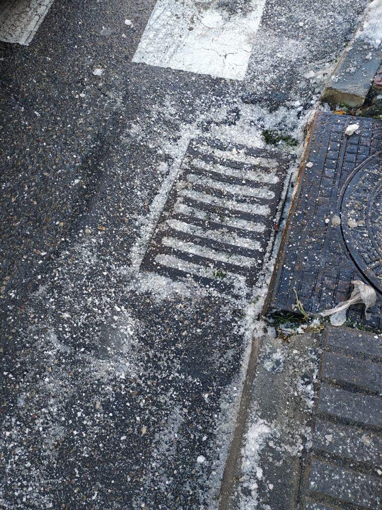Como el miércoles llueva mucho entre las alcantarillas taponadas y la basura de fuera de los contenedores #Leganes: