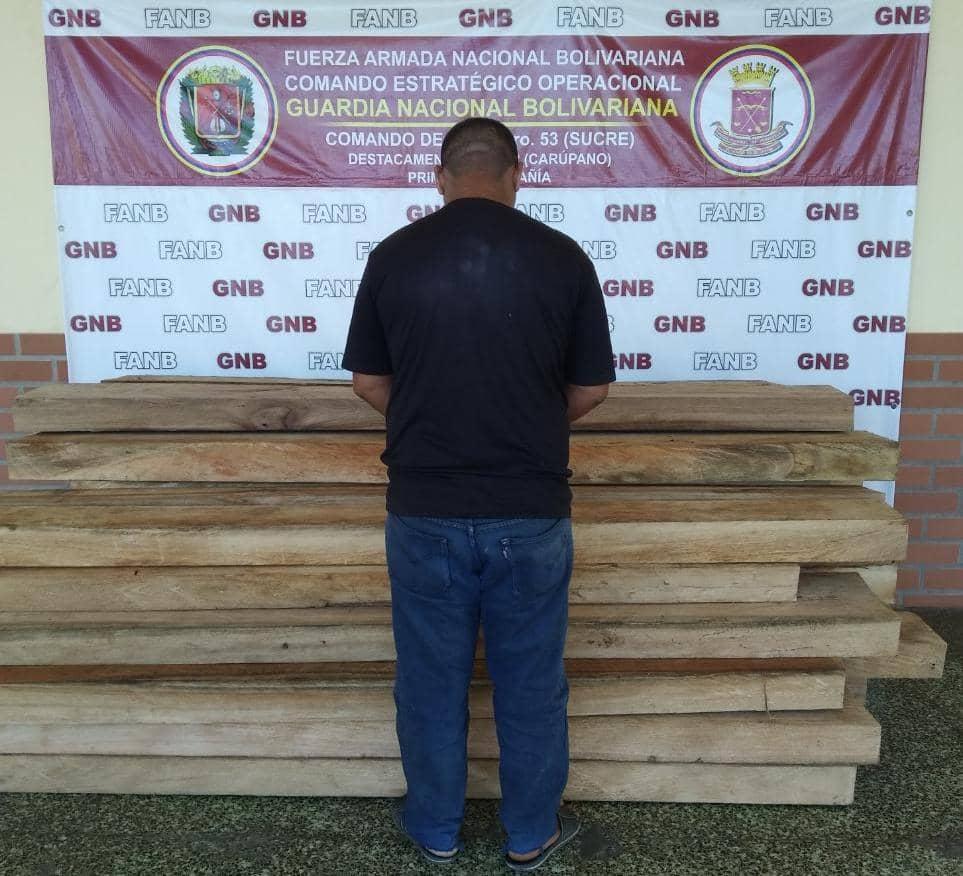 """Por no poseer permiso del MINEC detuvimos a un Cddno, reteniendo 31 cuartones de madera aserrada de la especie """"Apamate"""", para un aprox. de 1,6 mts³; en el sector Guayabal del Mcpio. Benítez.#18Ene #FANB  #CuarentenaConsciente #GNByPuebloResponsable @libertad003 @GNBGDjuvenal"""