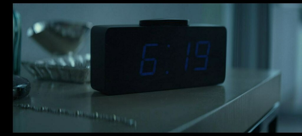 """In John Wick (2014) When losef and victor steal car and kills the puppy ,after burying the puppy,this clock buzzes at 6:19 (Matthew 6:19 - """"Do not lay up for yourselves treasures on earth,where moth and rust destroy and where thieves break in and steal)  #movie #hollywood #c…"""