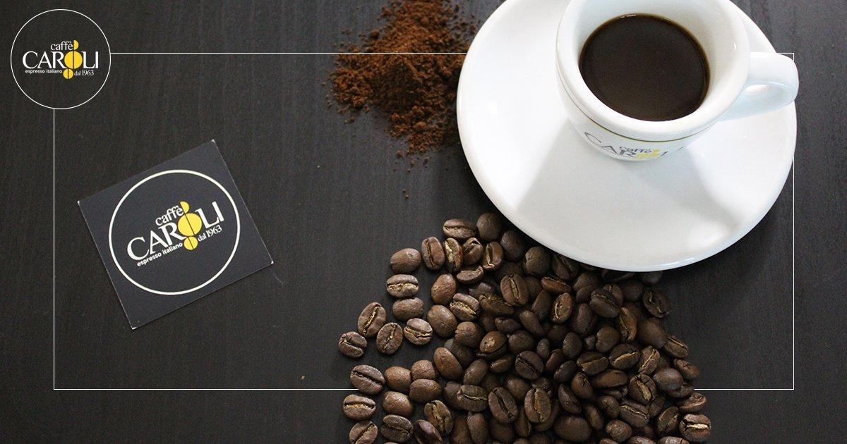 🇮🇹Alzarsi il lunedì con il sorriso, si può fare? Noi crediamo di sì! 😎 . 🇬🇧 Getting up on Monday with a smile, can it be done? We believe so! 😎 . #caffecaroli #bluemonday #coffeebreak #coffeetime #coffeeshop #puglia #martinafranca #weareinpuglia #caffè #coffee