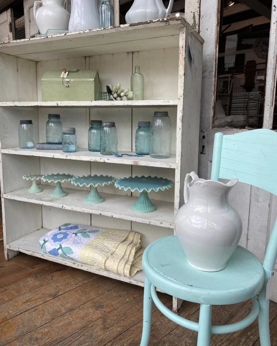 Pastels with spring vibes. open today from 10-5:30 hope to see you. #pastel #blue #green #yellow #white #springvibes #cottagestyle #whitecottage #shabbychicdecor #freshfarmhousedecor #farmhousestyle #vintagedecor #collections #readyforspring #antiquecompanymall #downtownmckinney