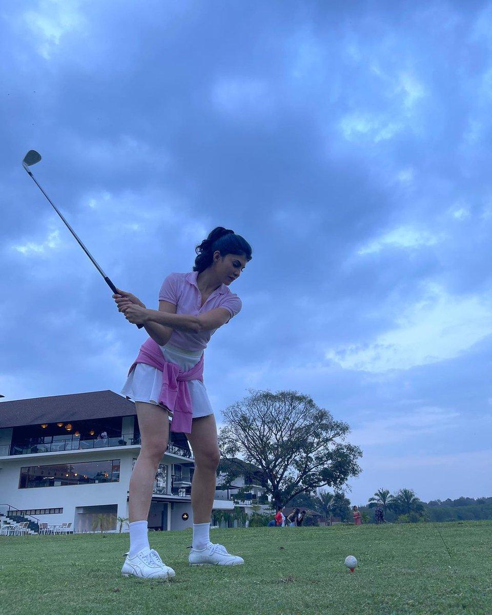 #JacquelineFernandez spent the #weekend #golfing, in her super #cute 'fit. https://t.co/PdepFUg3wT