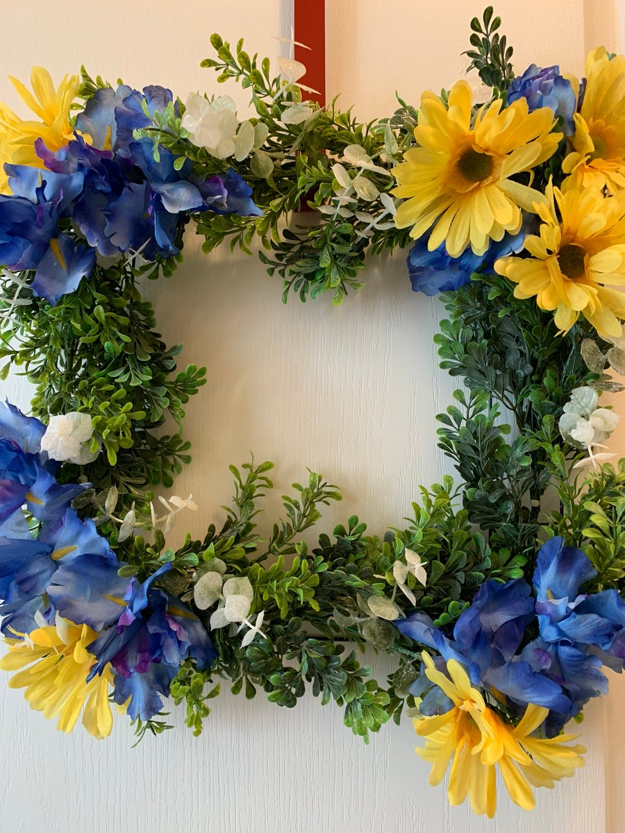 Excited to share the latest addition to my #etsy shop: Blue and Yellow Square Wreath  #blue #yellow #countryfarmhouse #spring #cozycountrywreaths