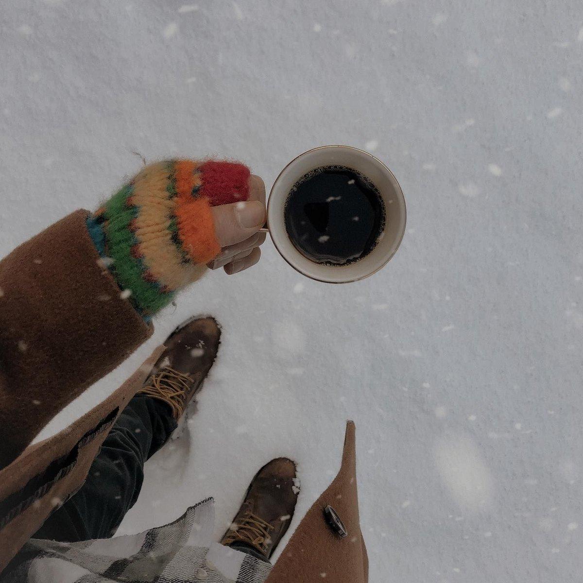 Buzlu kahve isteyen var mı? ❄️☕️   #winterwonderland #winteroutfit #winterishere #still_life_gallery #coldoutside #colddays #snowday #snowwhite #influencermarketinghub #winter #snow #cold #ice #still_life #coffee #gününkahvesi #karlıyollar
