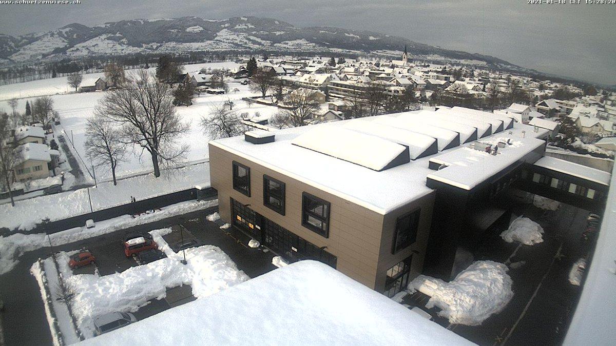 #snow #Snowing #Switzerland  Watch live webcam Schützenwiese Kriessern AG